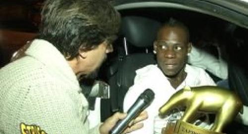 """Balotelli a Striscia la Notizia: """"Sarò un ottimo padre"""""""